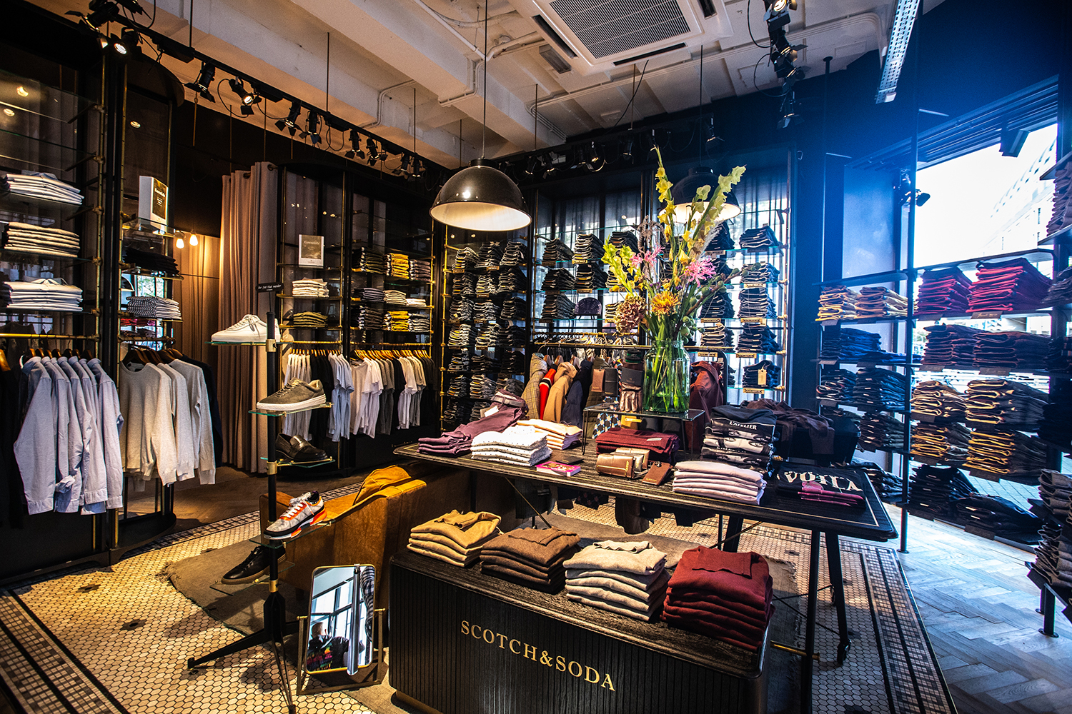 Scotch & Soda uses tamigo in their international retail chain to optimise rota planning, absence management, employee communication and HR Master data